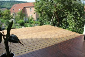 Eine Terrasse aus Robinie